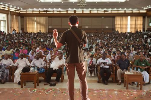 タミル人の観客の前でのスピーチ