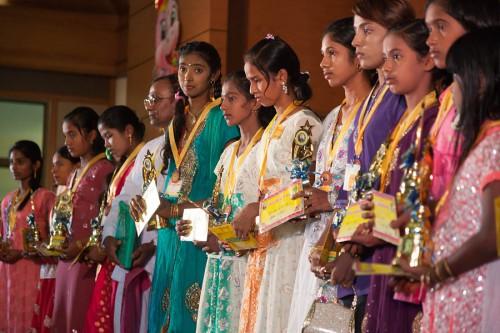 タミル語試験の表彰式