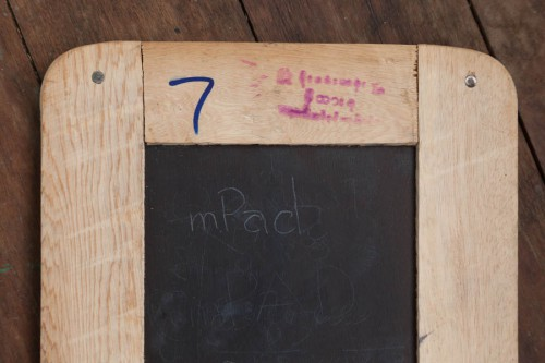 実際に「mPad」と書いてみた。指でこすって消した他の文字も薄く見えている。