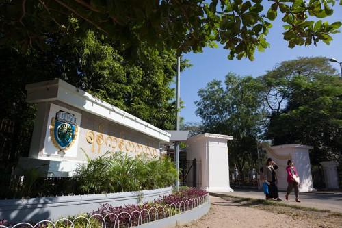 ヤンゴン大学の正門