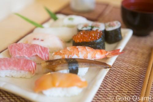 ランチで出される特上鮨定食。本当にうまかった。