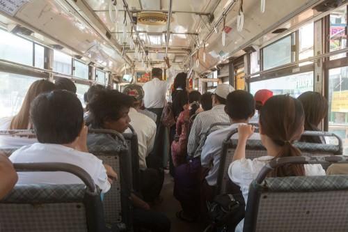 バスのシートは改造している