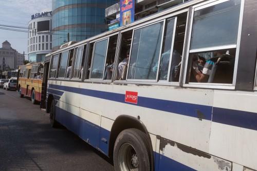 このバスに乗って帰る。