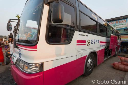 ピィー行きのバス