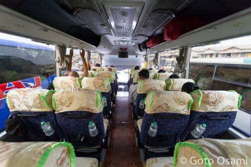 マンダレー行き中国製バス