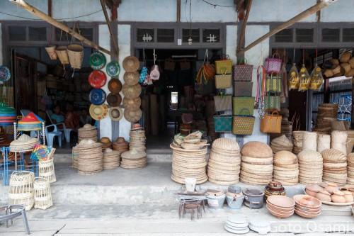 ヤンゴンではこうした竹細工の店が最近は絶滅に瀕している。