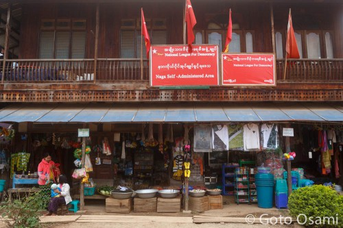 ラヘーで一番賑やかな交差点にある、NLDの事務所と雑貨屋