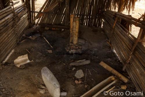 鉄を溶かすための、ふいご。村の加治屋だ。