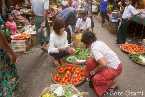 野菜市場でお買い物
