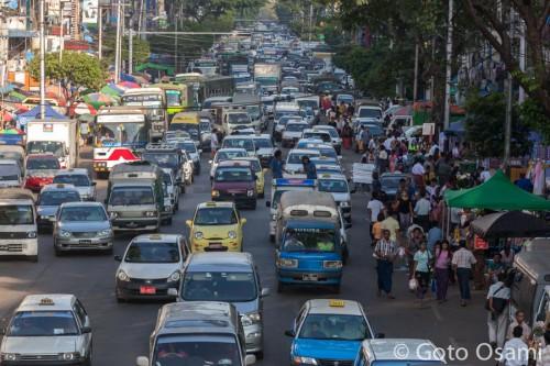 ヤンゴンはどこも渋滞