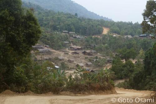 腹が減ってきたころ、前方に村が見えてきた