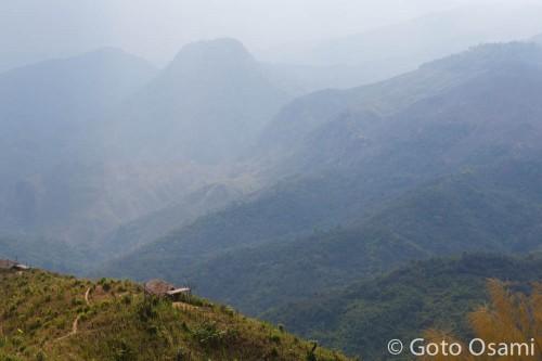 2,000m級の山々が連なる